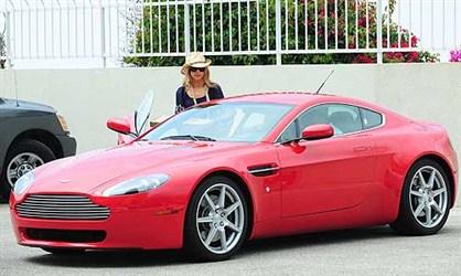 Aston Martin V8 Vantage - Deniz Ričards
